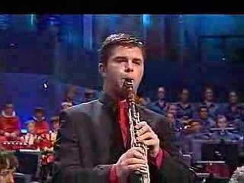 Julian Bliss plays Mozart clarinet concerto (Adagio)