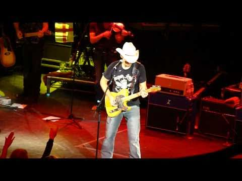Brad Paisley - Wrapped Around   //   Catch All The Fish  --  London, UK 2010
