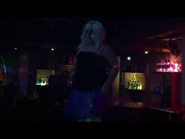 Tonybritany - Mami Silicón (Live on Burlesque) Videos De Viajes