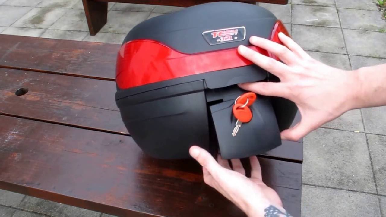 How To Lock And Secure The Tech 7 32 Litre Motorcycle Top