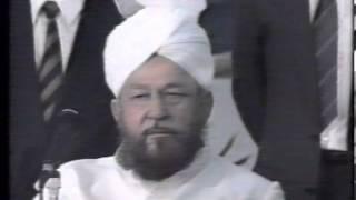 Urdu Nazm ~ Sakht Jan Hain Hum (Jalsa Salana UK 1990)