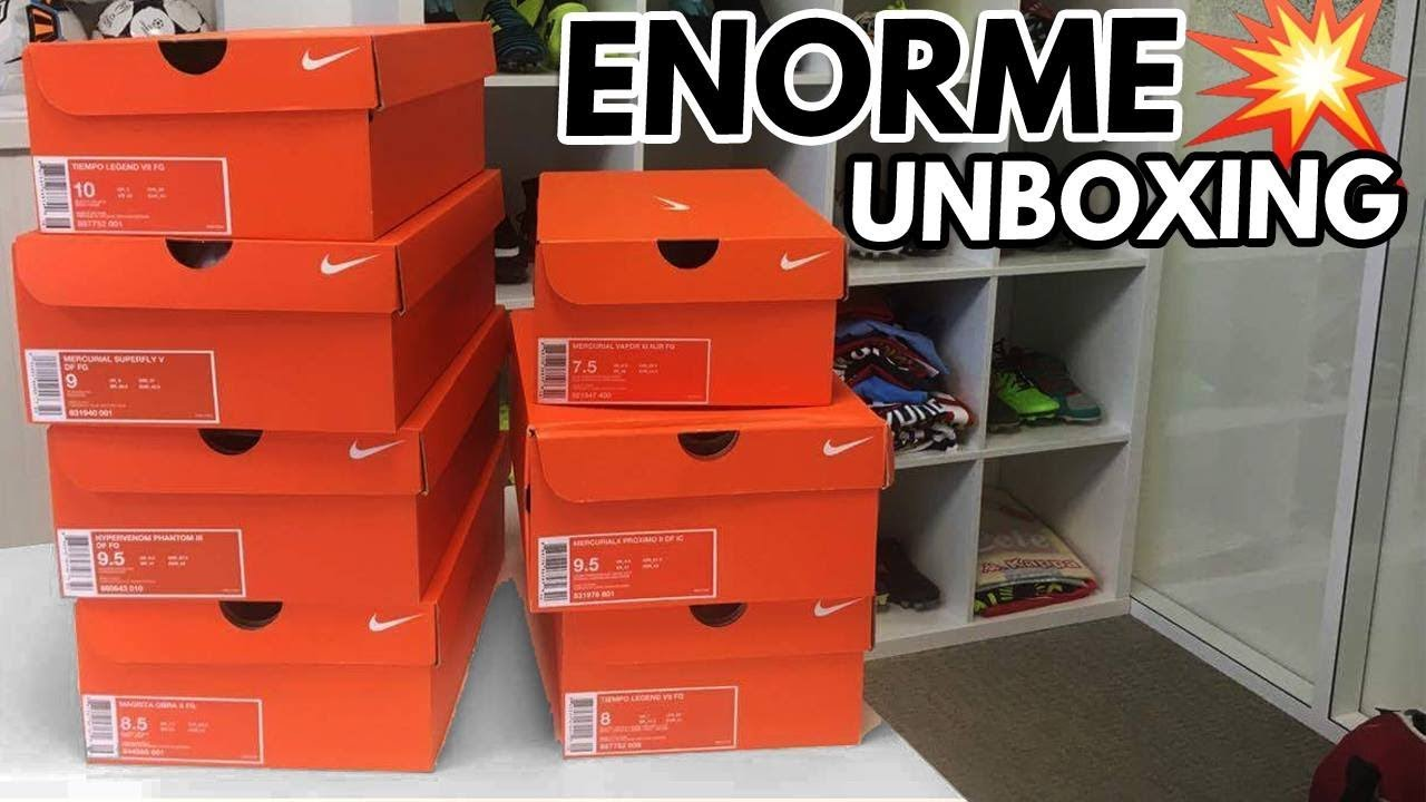 low priced b0059 a80cf UNBOXING - Toutes les chaussures de foot Nike totalement noires ...