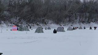 В этот день на льду ловили все Такое скопления рыбаков я ещё не видел Зимняя рыбалка 2021