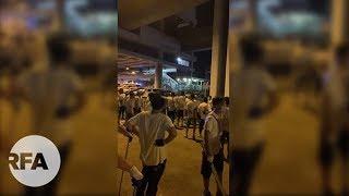 「白衣人」持械襲擊示威者   警方被指拖延執法受譴責