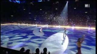 Anastacia - Left Outside Alone (Live in Art on Ice 2010)