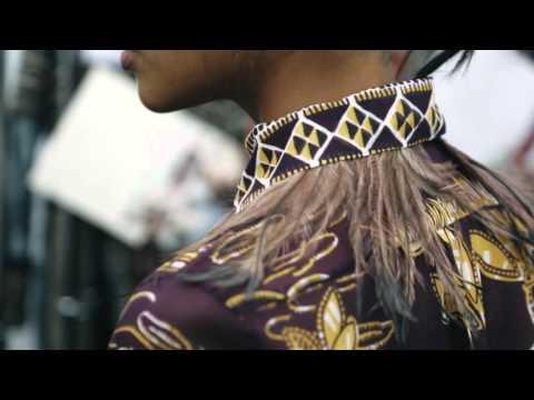 BACKSTAGE VALENTINO WOMEN'S SPRING/SUMMER 2016 FASHION SHOW
