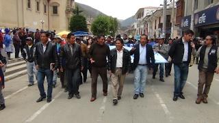 6 Alcaldes de los distritos de Tarma Protestaron frente a municipio
