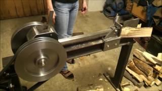 Первое испытание кинетического реечного   дровокола.
