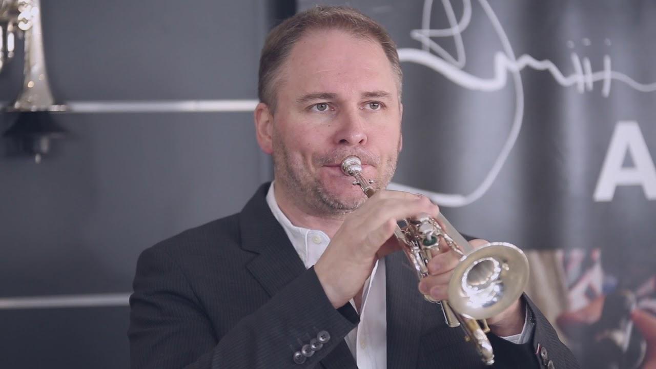 Marc Geujon Présente la Piccolo Schilke P7-4 - YouTube