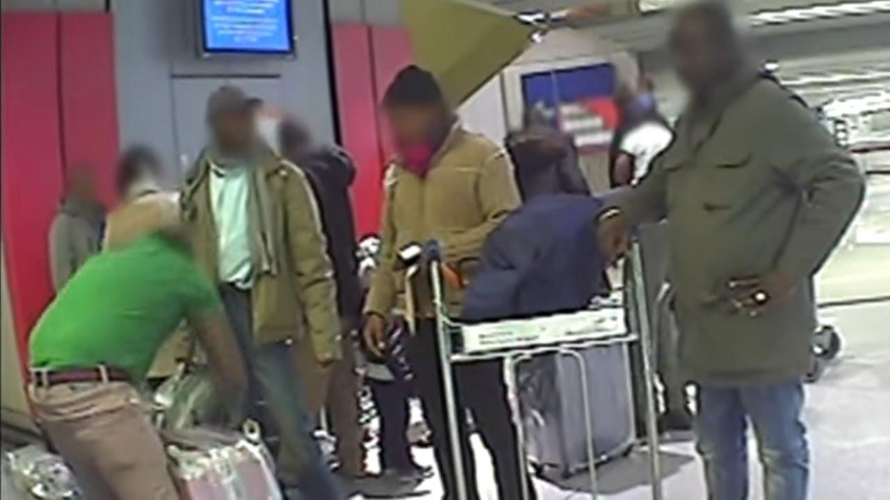 Les emballeurs de bagages clandestins à Roissy