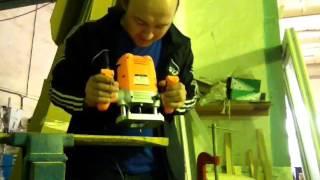 Работа с ручным фрезером
