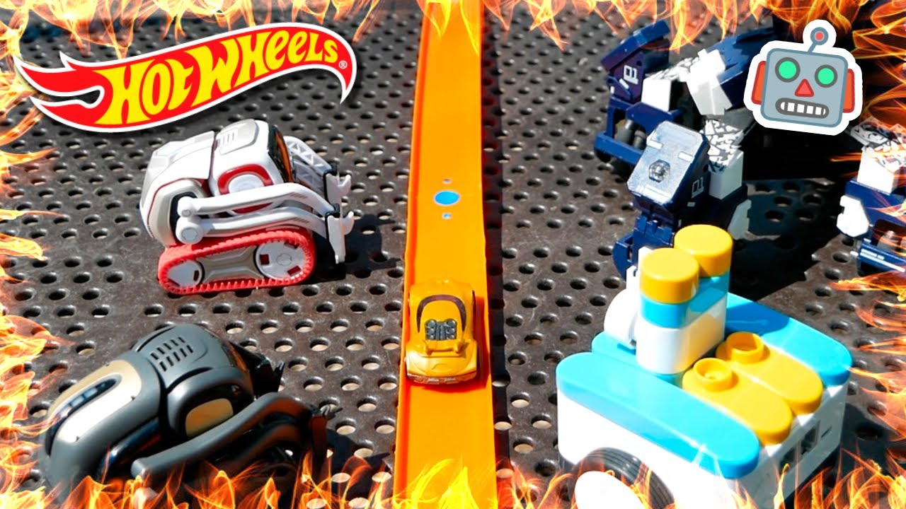 Hot Wheels Daredevil STUNS Cozmo (Robot Toy Adventure)