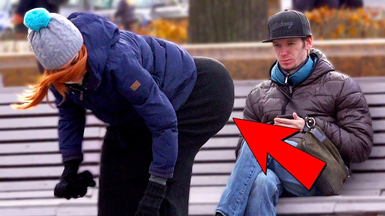 popki-prohozhih-devushek-foto-porevo-seks-vtroem