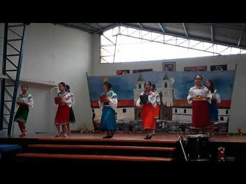 Colegio IESVAL. Club de danza. Básica media. Fiestas de Quito 2017