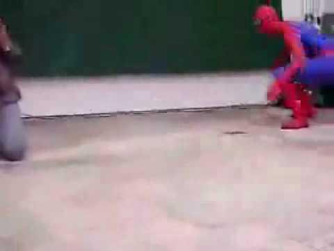 La caida de Spiderman loquendo muy estupido doblado (version 2)