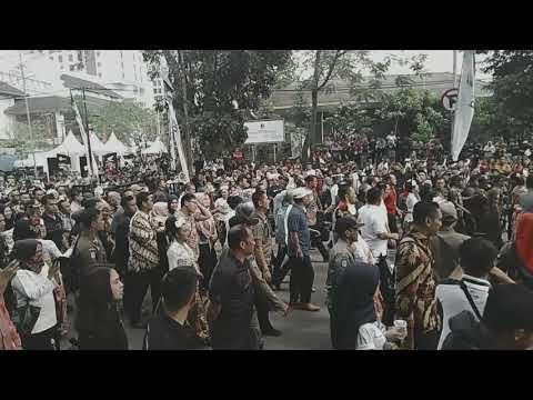 Iringan Gubernur bersama para Undangan menuju Panggung Utama West Java Festival 2019