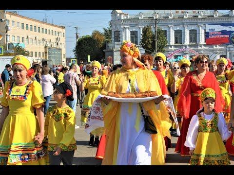 «Осенний карнавал на Троицкой ярмарке».  Автор видео Олег Сойнов.  Троицк, 14 сентября 2019