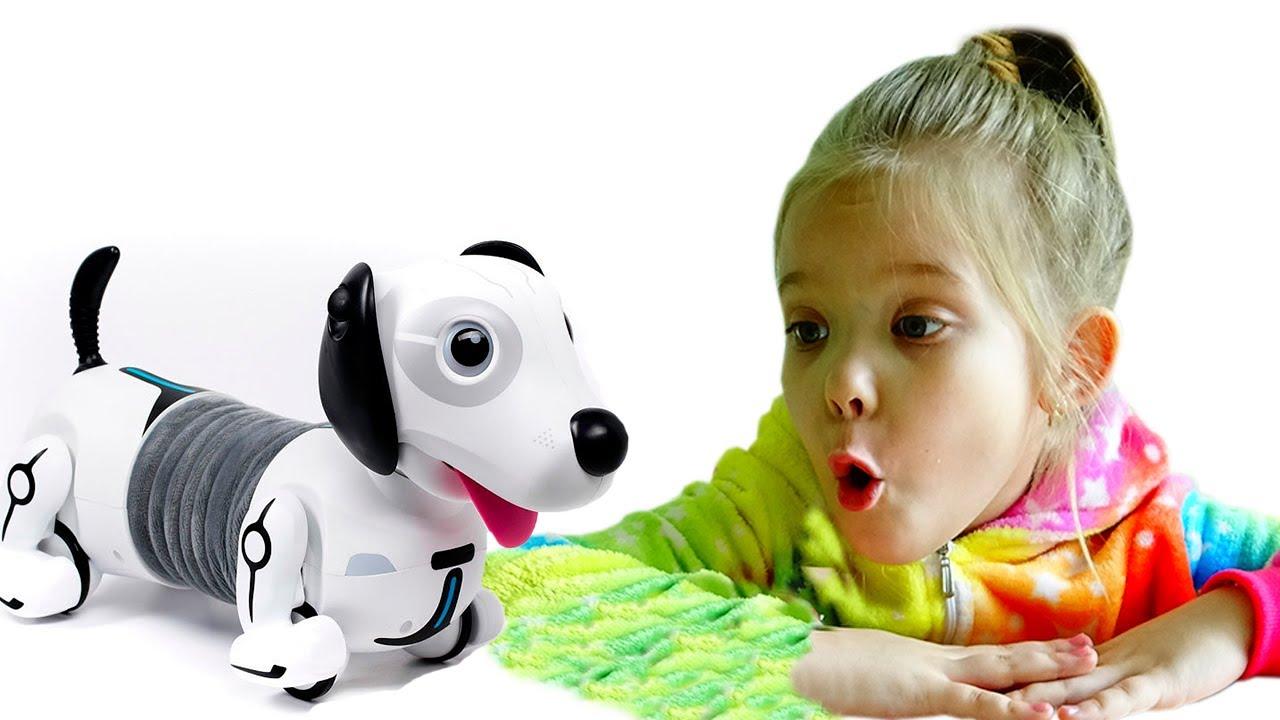 Лера и её новая игрушка робот