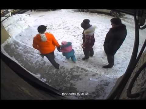 парень избивает голую девушку смотреть бесплатно