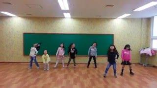 Танец под корейскую песню