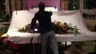 Создание композиции из искусственных цветов(Видео-отчёт о работе преподавателей школы дизайна событий Букетио. Мы занимаемся обучением флористов и..., 2010-12-20T19:03:04.000Z)