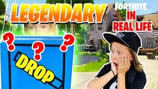 UNBOXING A FORNITE SUPPLY DROP IN REAL LIFE (fr) NOUVEAU FORTNITE ACTION FIGURES et FORTNITE TOYS