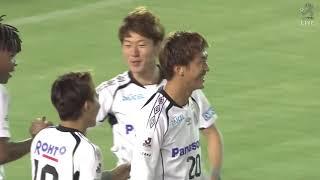 ミドルシュートは相手GKに阻まれるも、こぼれ球を長沢 駿(G大阪)が押...