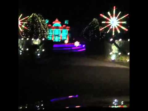 Paul Tudor Jones Christmas lights display - YouTube
