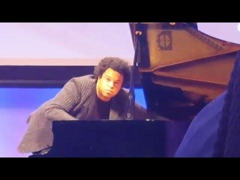 Elew Rock-jazz Piano in DC #4 . Very experimental!