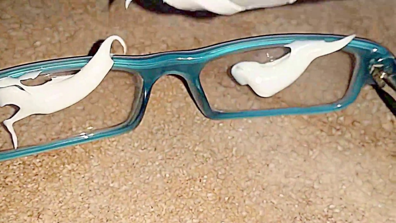 removing scratches from eyeglasses with toothpaste youtube. Black Bedroom Furniture Sets. Home Design Ideas