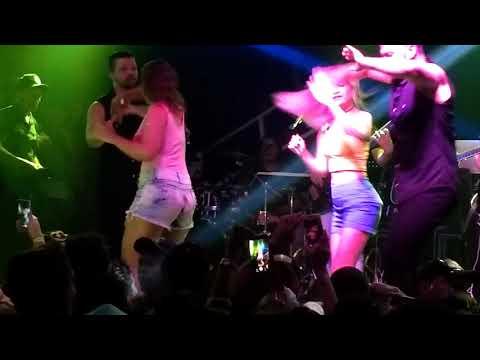 Joelma no Club Metrópole - Amor nas estrelas (fãs femininas no palco)