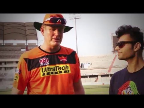 How tall do you think Tom Moody is? Guess and comment!