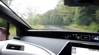 燃料電池車ミライのハンドリングをテストコースで試します。
