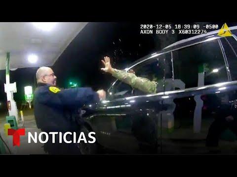 Despiden a uno de los policías que detuvo a Caron Nazario   Noticias Telemundo