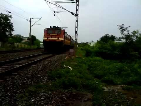 Shalimar Bhuj Express Hits MPS With SRC WAP-4 In Lead