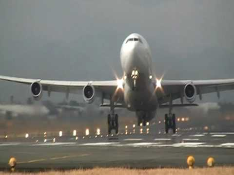 Philippine Airline A340 Very Heavy take off