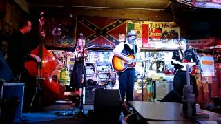 LUCKY TUBB - Sweet Sweet Kisses - Rattlesnake Saloon 2011