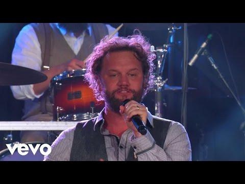 David Phelps - Little White Church (Live)
