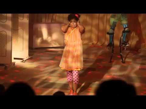 A Menina Edith E A Velha Sentada Youtube