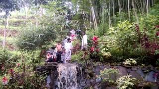 Download Video Dua Gadis Ngambil Sarung 3 Pemuda Yang Sedang Mandi di Sungai MP3 3GP MP4