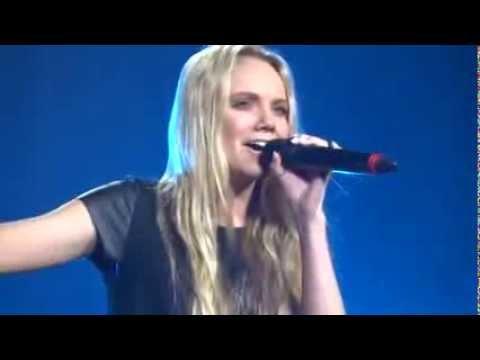 Danielle Bradbery in concert Blake Shelton Kansas City  03/10/2013