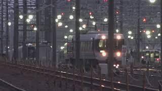 しなの鉄道線が部分復旧し北陸新幹線も部分運転、篠ノ井線が復旧し特急が運行開始した長野駅。