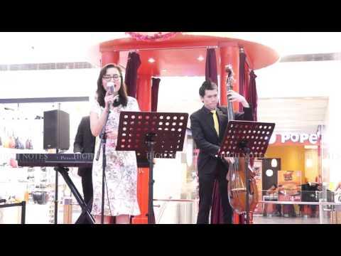 Lou Peixin performs 拜年 Bai Nian