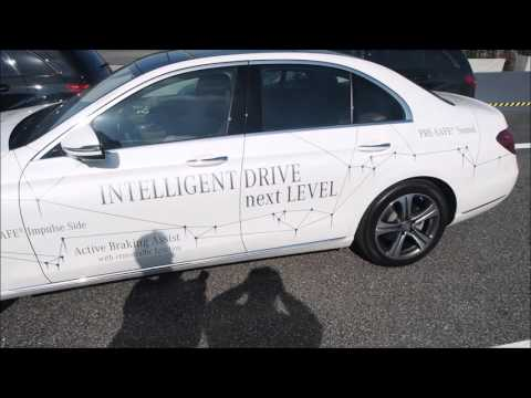 Mercedes-Benz remote parking pilot - samodejno parkiranje s telefonom