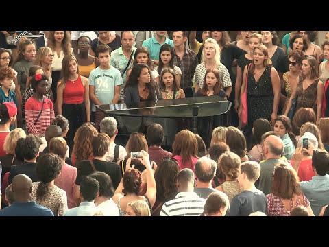 Yael Naim - Coward (Live vocal Flashmob  at  Forum des Halles, Paris)