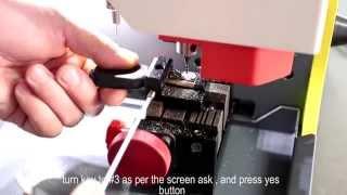 Как использовать струбцинку Tibbe для нарезки ключей Ford на машине SEC-E9