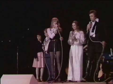 Johnny Cash in Concert   Will The Circle Be Unbrokenwith June Carter, Carlene Carter & Cindy Cas