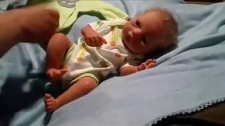 Mainan boneka bayi mirip manusia di pakein baju baru || Boneka mirip dede bayi
