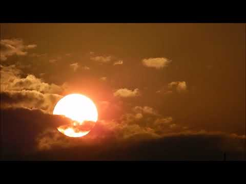 flat earth, clouds behind The Sun,for globers taste thumbnail