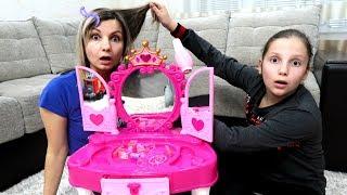 Irochka a deschis SALON de FRUMUSETE Mama este SUPARATA! Pretend Play with Hair Styling
